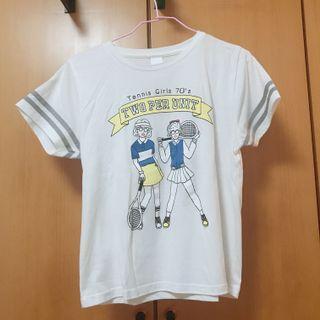 Spinns 網球女孩印花 灰滾邊T恤