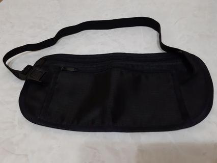 黑色運動腰包