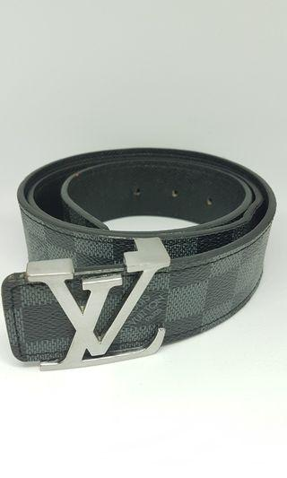 Sabuk LV (Louis Vuitton)