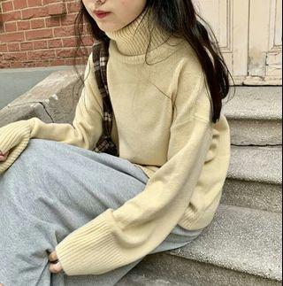 🚚 軟呼呼杏色高領保暖毛衣