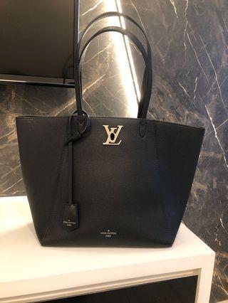 🚚 LV Black leather tote bag