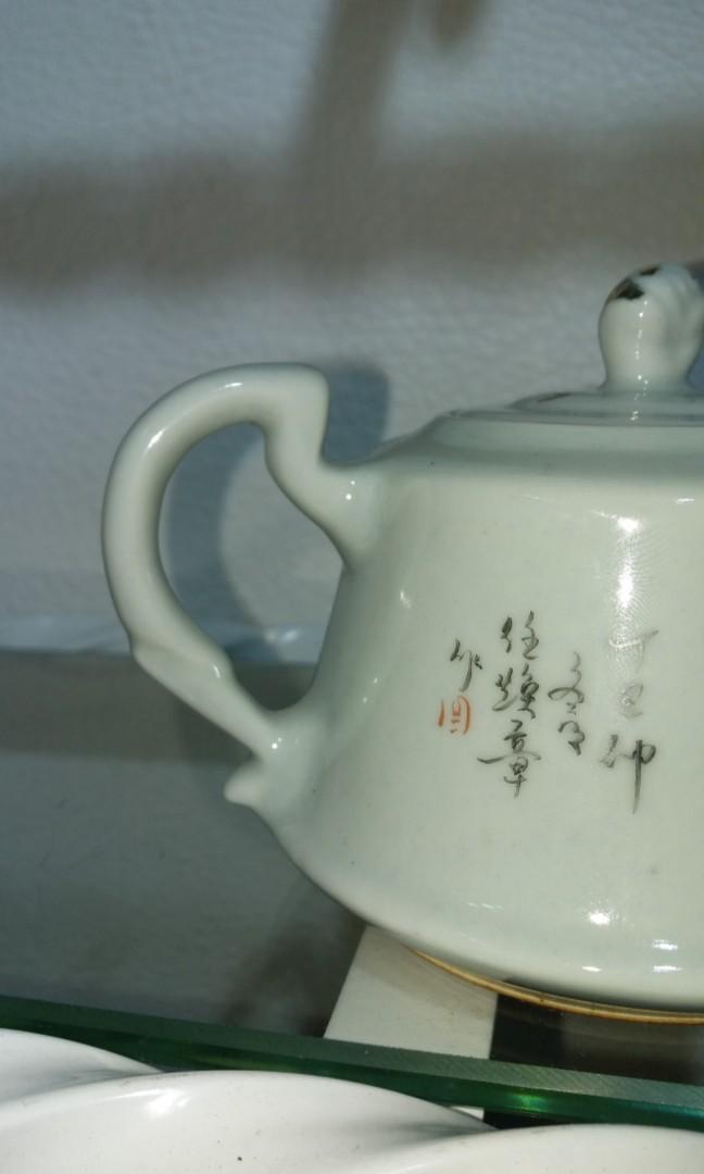民國繪畫名家汪煥章茶壺$800,壺蓋沒有虛位,全品相佳美品,色澤保存得極靚,極罕有,極有收藏價值,無爆無裂