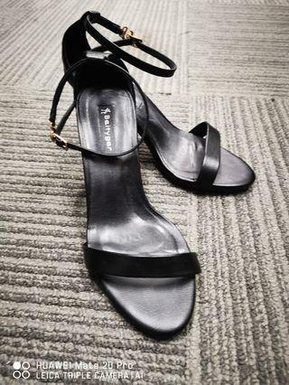 Black high heels shoes size 235