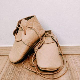 🚚 Light camel brown Australian handmade leather newborn booties - brand new
