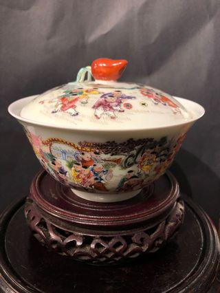 Exquisitely drawn and auspicious Hundred Kids themed bowl with lid,no defect (精致吉祥百子图绘盖碗, 无缺,全美)