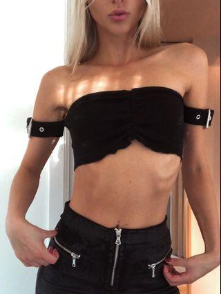 Black buckle crop