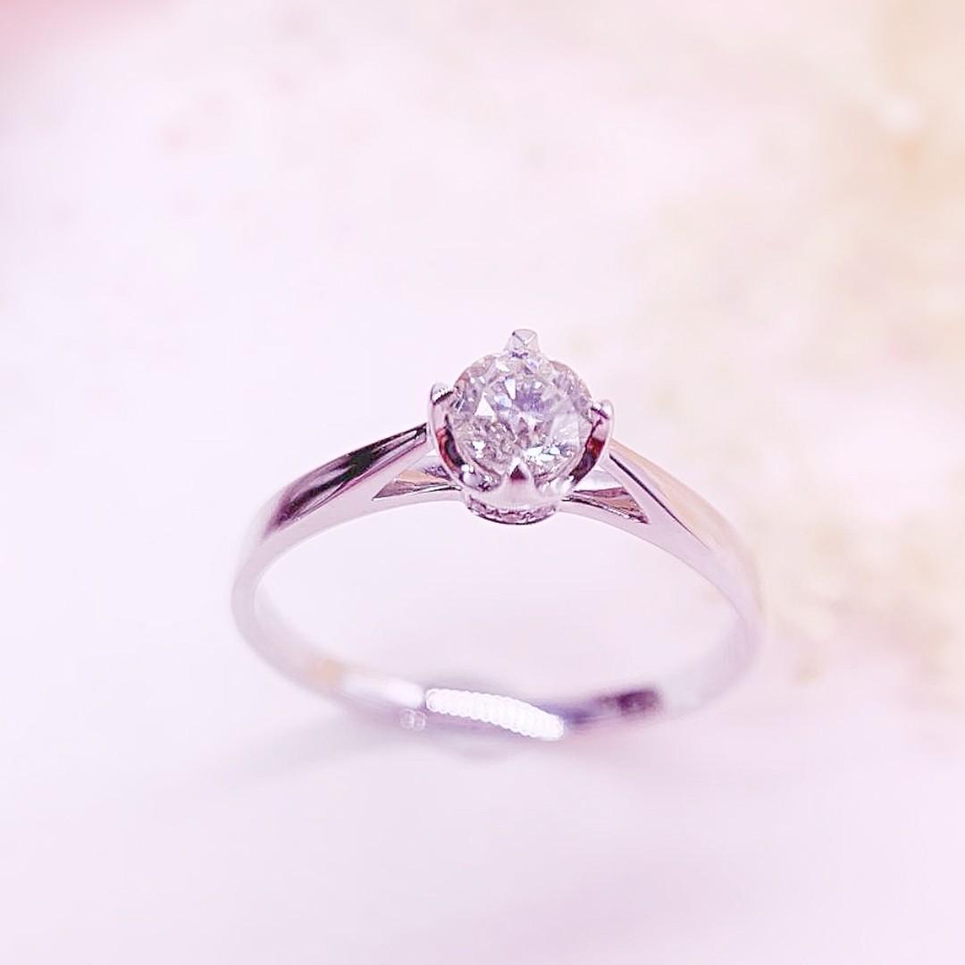 18K金天然鑽石求婚戒指主石30份6粒伴石1份