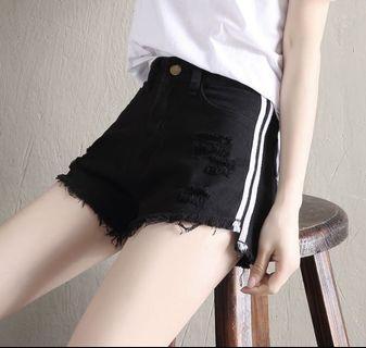 🚚 Black Ripped Denim Shorts