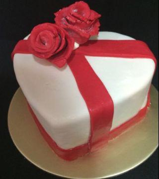 ♥️Wrapped in Love Cake♥️