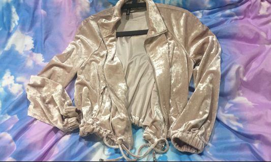 🚚 H&M 天鵝絨粉色抽繩短版外套
