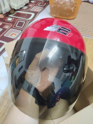 Helmet Merah