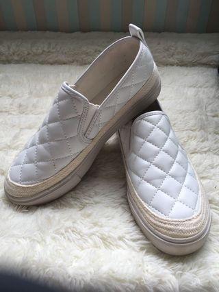 🚚 氣質菱格紋厚底小白鞋