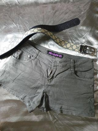 Second Hand [80% new] Voir Jean Shorts Size M