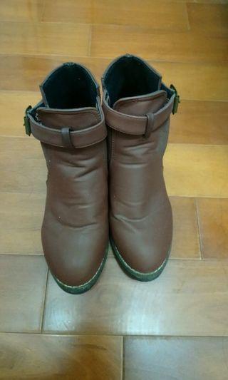 🚚 咖啡色靴子