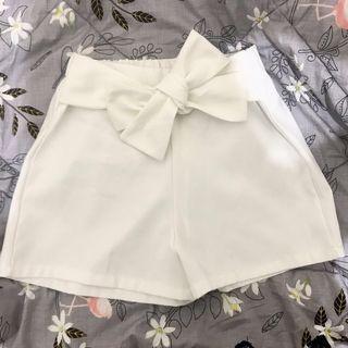 Magnolia White Short Pants