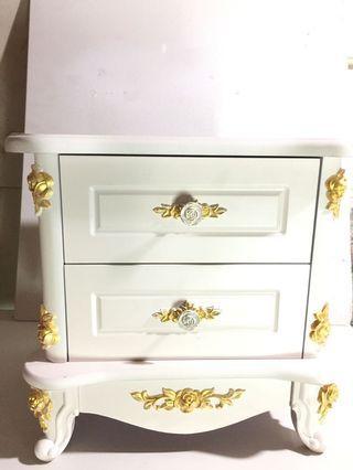古典床頭櫃