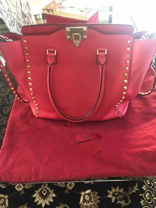 🚚 Valentino hand bag