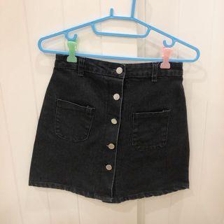🚚 黑色排扣短裙