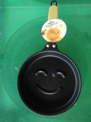 Frying pan untuk cake motif senyum Miniso