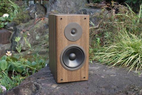 🚚 Vintage Luxman S007 bookshelf vinyl turntable speakers