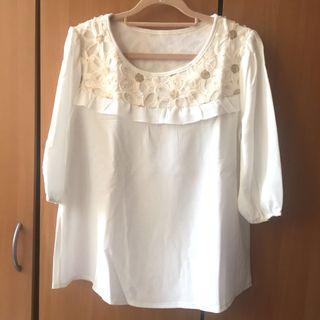 東京著衣。白色立體花朵🌺刺繡荷葉邊領口五分袖雪紡上衣 #半價衣服拍賣會