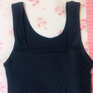 很深很深的藍綠色,乍看像黑色!正面「方領」背面「圓領」的羅紋彈性背心 #半價衣服拍賣會