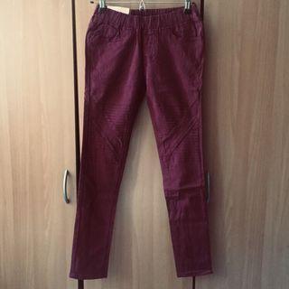 Red Apple 🍎 鬆緊褲頭素面素色窄管褲。酒紅色M號 #半價衣服拍賣會