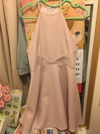 粉紅色連身裙