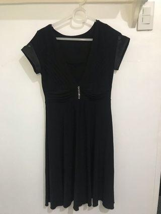 Classic black dress - stretchable