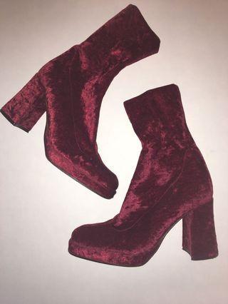 Groovy 70s vibe velvet platform heels