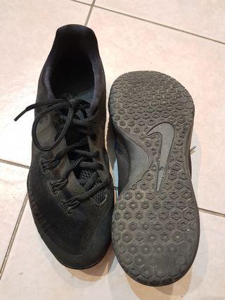 9d9b13700814 Used Nike Hyperchase triple black