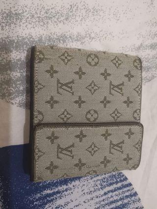 AUTHENTIC :: LV Wallet