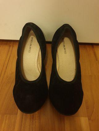 🚚 Shoes 35