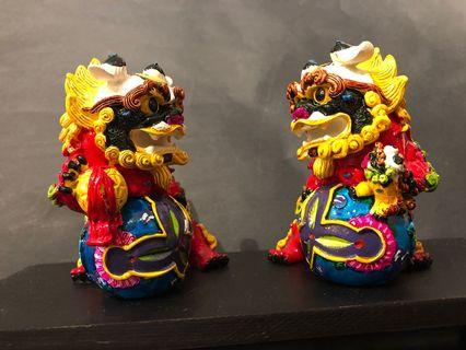 A pair of Feng Shui vibrantly coloured Foo Dogs / Lions, no known defect (一对家居风水招财福狗/狮子,完美品相)