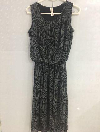 ⚡️Reduced Price⚡️Dark Greyish Dress with leapard print