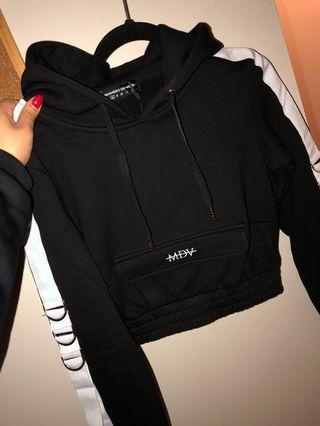 BNWT- MANIERE DEVOIR Crop Sweater Small