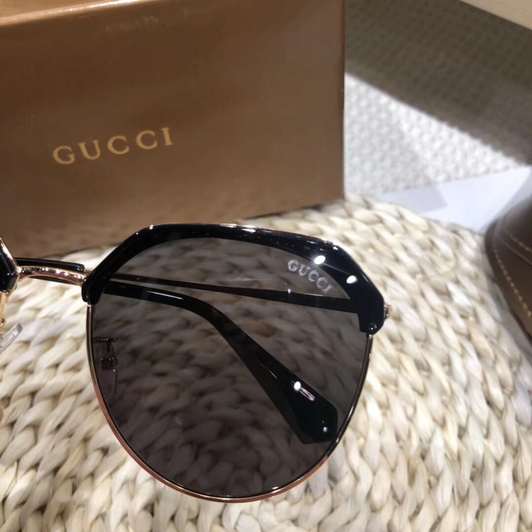 12994086a3ea 💯 Gucci sunglasses with UV ray protection