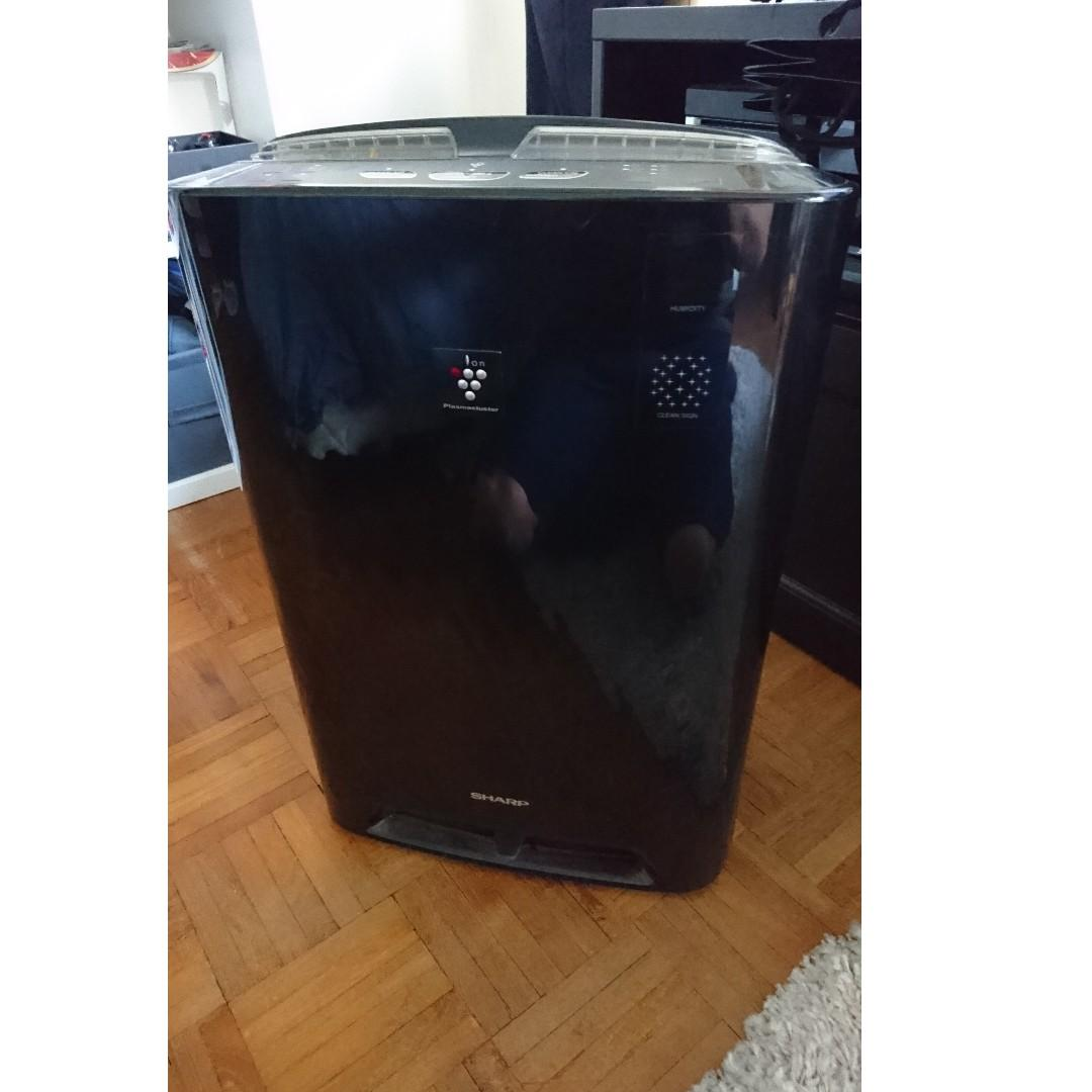 Barely Used Sharp Air Purifier / Humidifier. Used about 5 times.