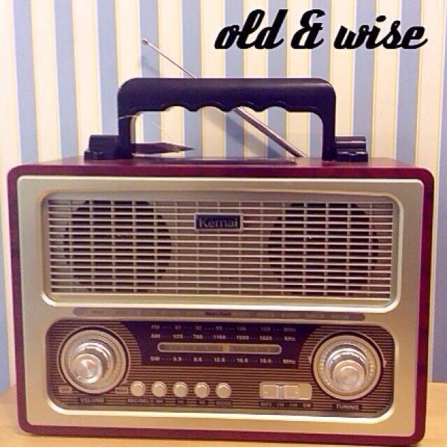 BRAND NEW- Retro Design Radio with MP3 playback (vias USB)