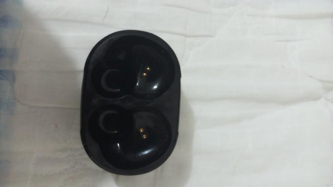 HOCO bluetooth earphones