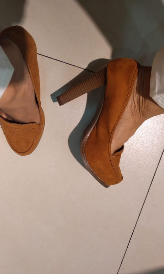 Sepatu Charles&Keith