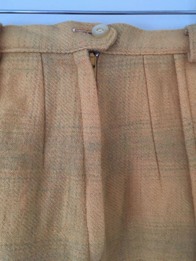 Vintage yellow pleated wool skirt with belt size 6-8