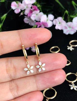 Natural diamonds 18k gold earrings