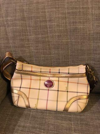 Coach 小手袋  80% new(price negotiable)