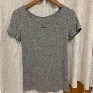 全新出清🌟#半價衣服拍賣會 柔膚顯瘦貼身灰色短袖上衣