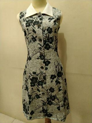Dress casual motif bunga