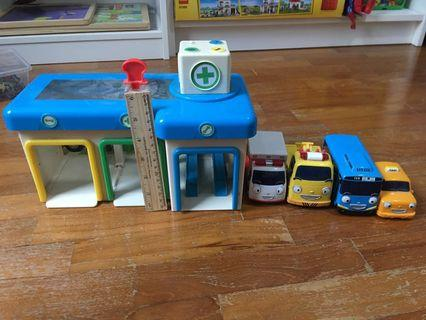 🚚 Tayo The Little Bus Garage with 4 vehicles.