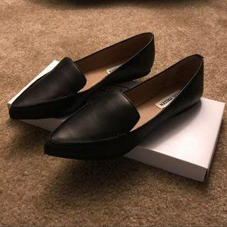 Steve Madden feather loafers/flats