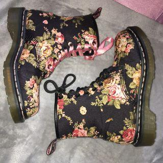 RARE 8 EYE Dr martens Victorian floral 1460