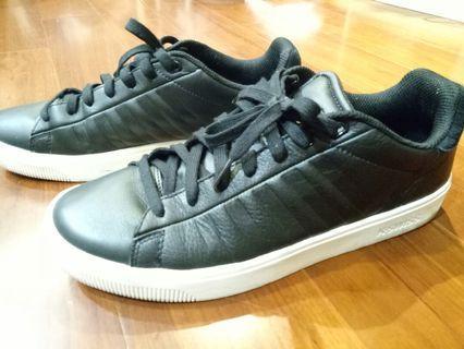 🚚 K. SWISS 黑色休閒鞋